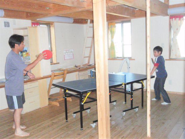 子ども部屋で卓球
