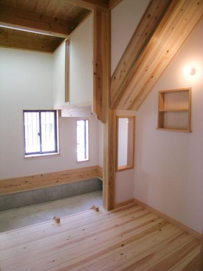 階段下の空間を利用