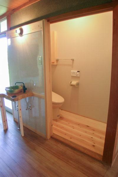 押し入れをトイレに改造