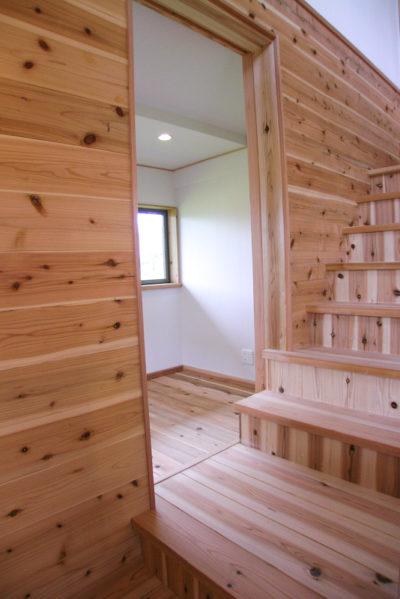 階段を3段上がって趣味の部屋