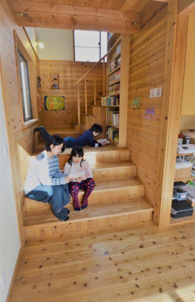 リビングステージ階段