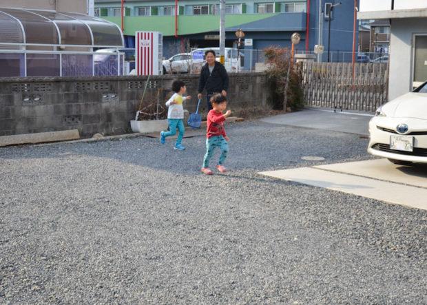 中村とお子さんの追いかけっこ