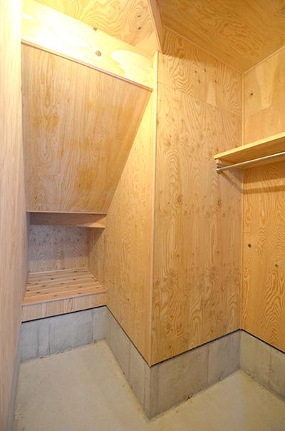 階段下のデッドスペースに土間収納