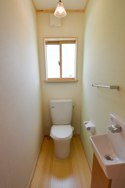 トイレ床には竹フローリング
