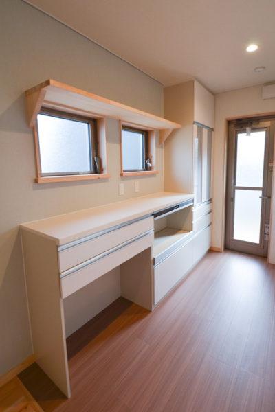 キッチン収納と作業台