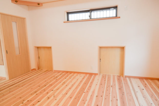 下屋の中の空間を利用した収納