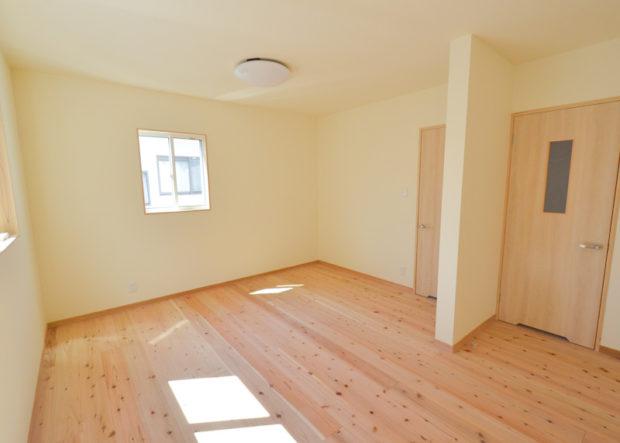 子供部屋は将来間仕切りがしやすいドアを2か所設置
