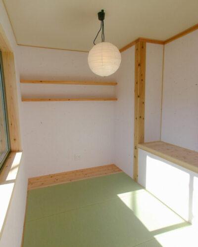 隠れ家風の3帖和室